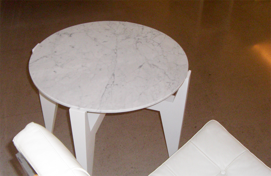 Little table in Carrara stone