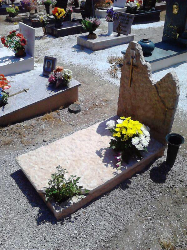Tomba in pietra di Prun a spacco di cava