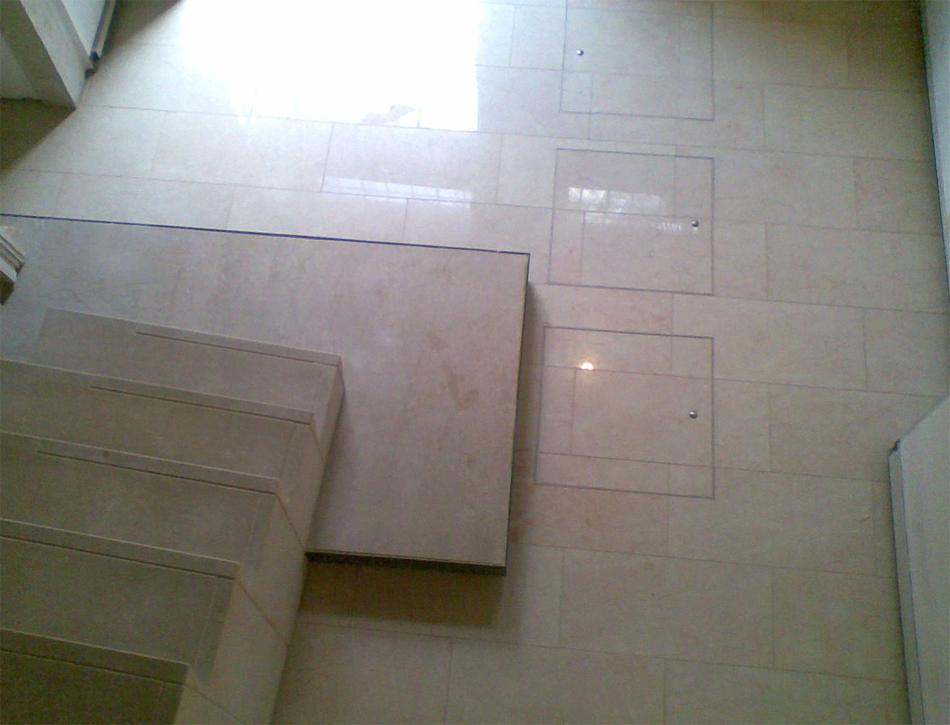 Floor with seals