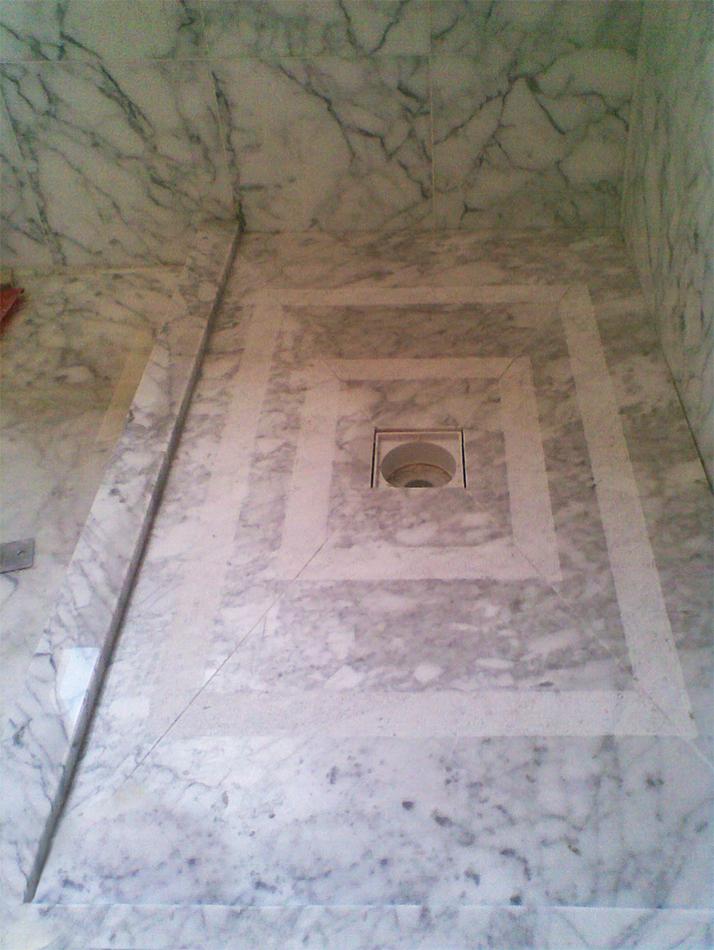 Shower base in Carrara, slip-safe